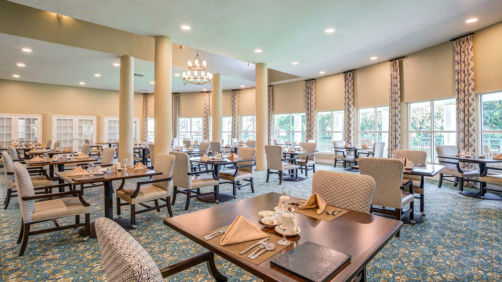 Elegant dining room at Heron Club assisted living and memory care in Sarasota Florida