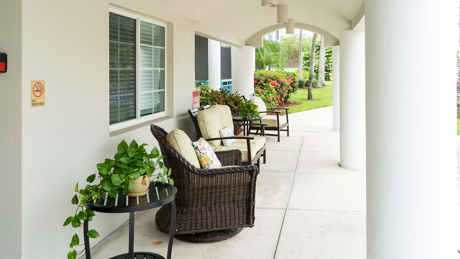 Outdoor patio at Heron Club assisted living and memory care in Sarasota Florida