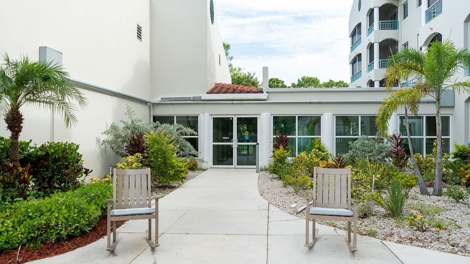 Courtyard at Heron Club assisted living and memory care in Sarasota Florida
